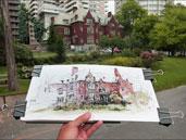 Photo Urban Sketchers Crédit : Photographe: Laurel  Holmes, Croquis de Marc Taro Holmes, Légende : Le bâtiment dessiné abrite maintenant le département de physiothérapie et ergothérapie de l'Université McGill.