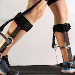 An algorithme customizes exoskeletons to fit a person's needs