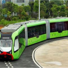 Un train autonome qui suit les lignes au sol à la place des rails