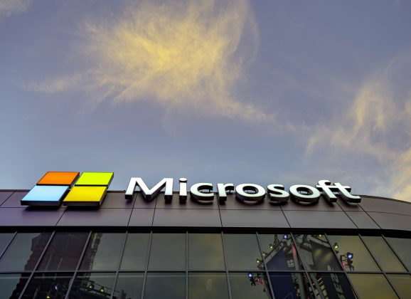 Le laboratoire Microsoft Research Montreal, centre florissant de l'intelligence artificielle au Canada, déménage dans le quartier Mile-Ex de Montréal, augmente ses effectifs en recherche et accroît ses investissements