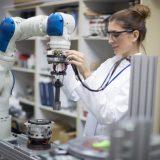 Un nouveau financement fédéral pour augmenter la présence des femmes dans le secteur manufacturier