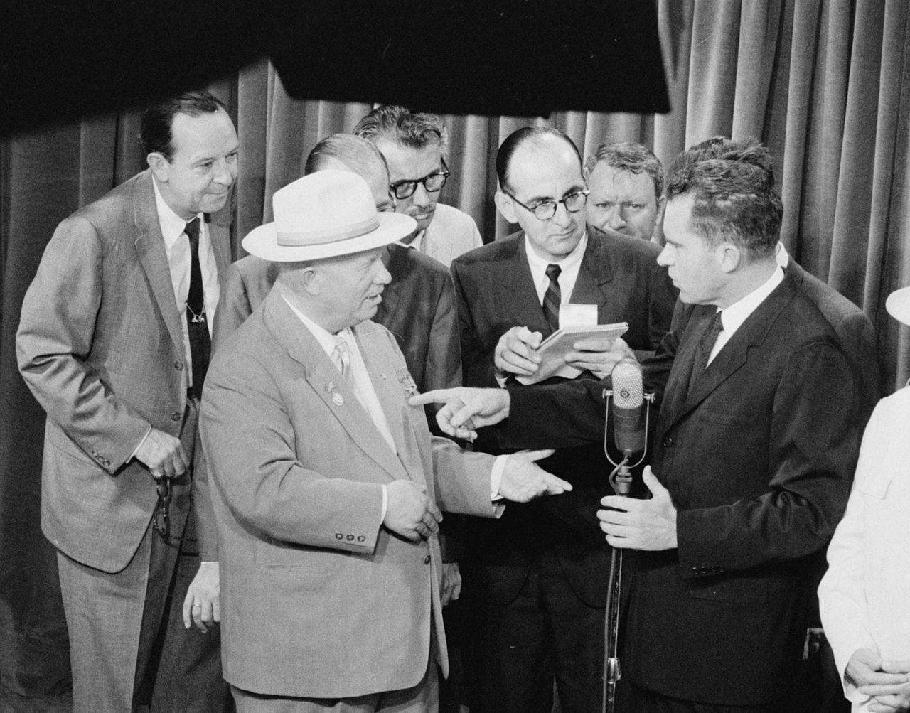 Débat entre Richard Nixon et Nikita Khrouchtchev à l'exposition américaine à Moscou en 1959.