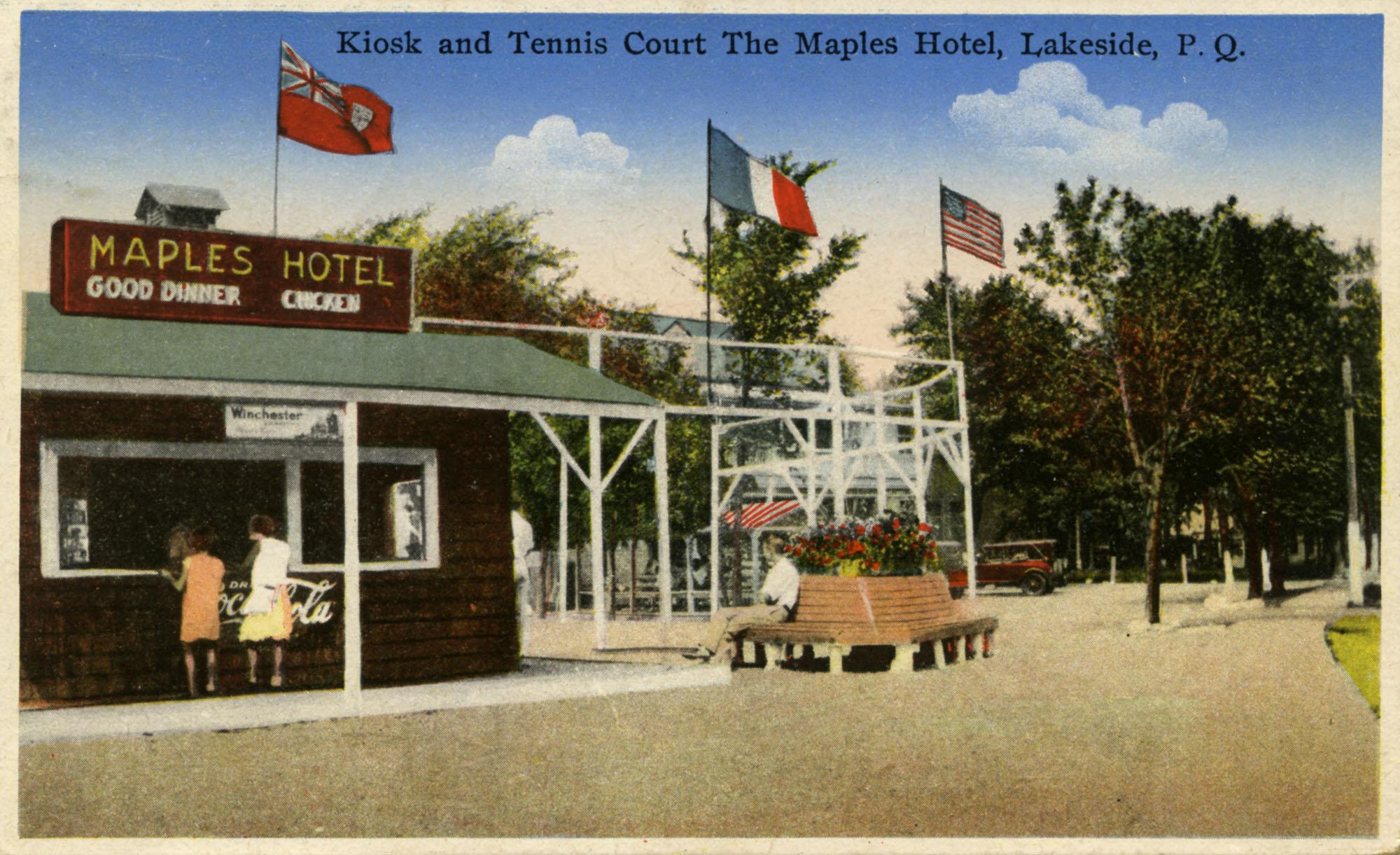 Carte postale du snack-bar et du terrain de tennis du Maples Inn vers 1941.