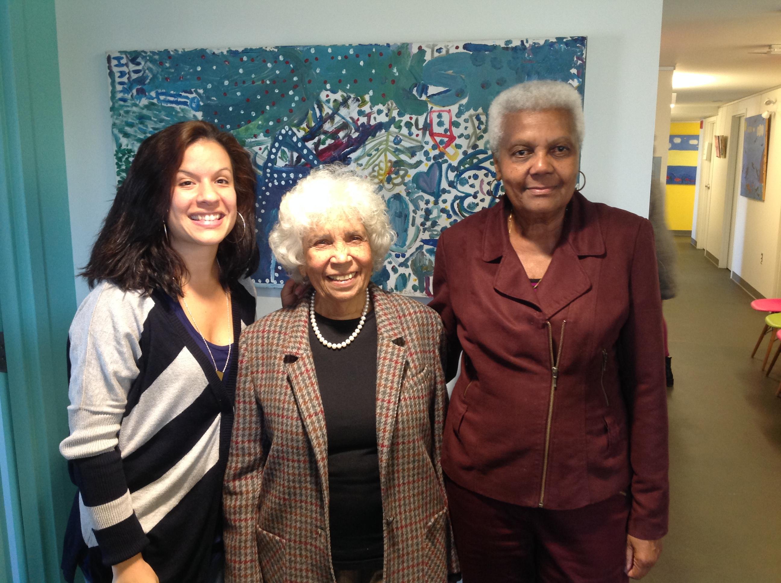 Adeline Chancy, au centre, en compagnie de Désirée Rochat à gauche et de Suzie Boisrond à droite, lors d'une visite dans les nouveaux locaux de la Maison d'Haïti.