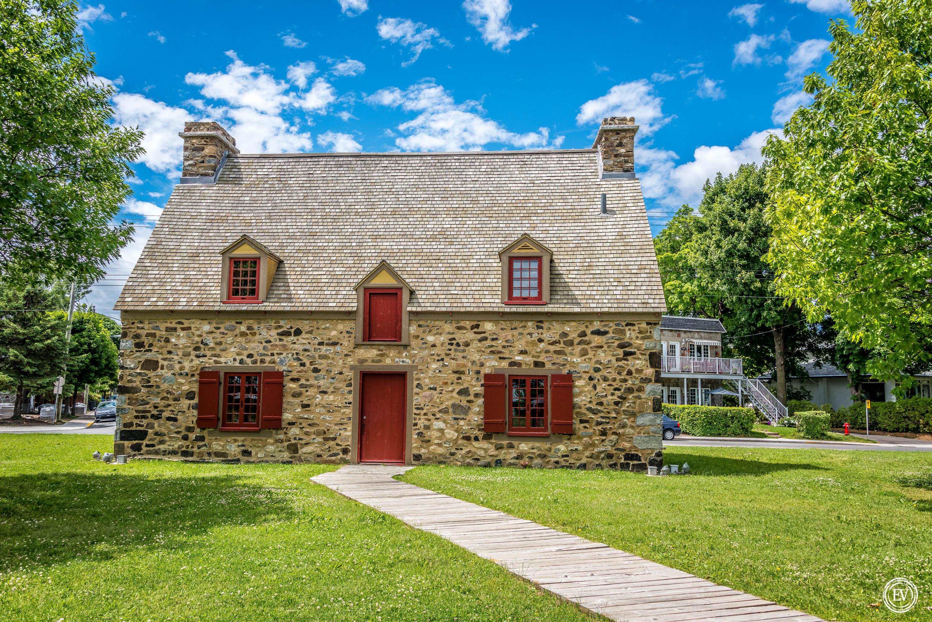 Photo couleur montrant la Maison Nivard-De Saint-Dizier.