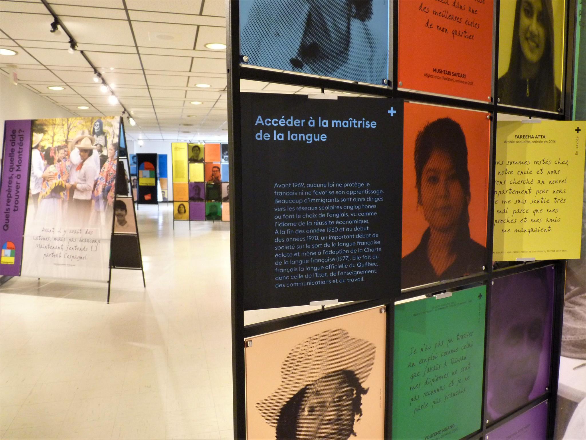 Photo en couleurs montrant en avant-plan un gros plan sur un des modules de l'exposition et en arrière-plan on peut apercevoir trois autres modules.