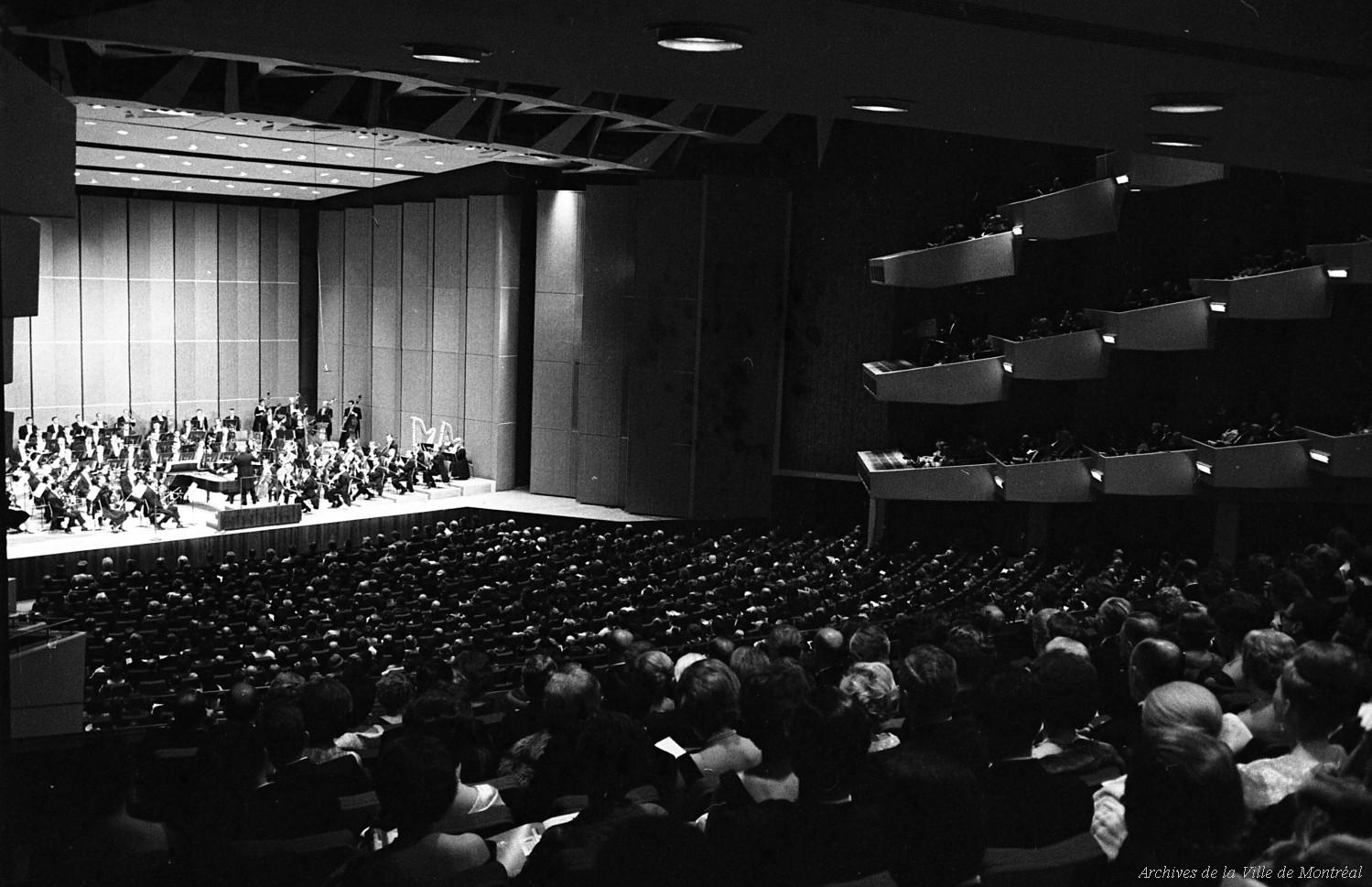 La salle et l'OSM le soir de l'inauguration