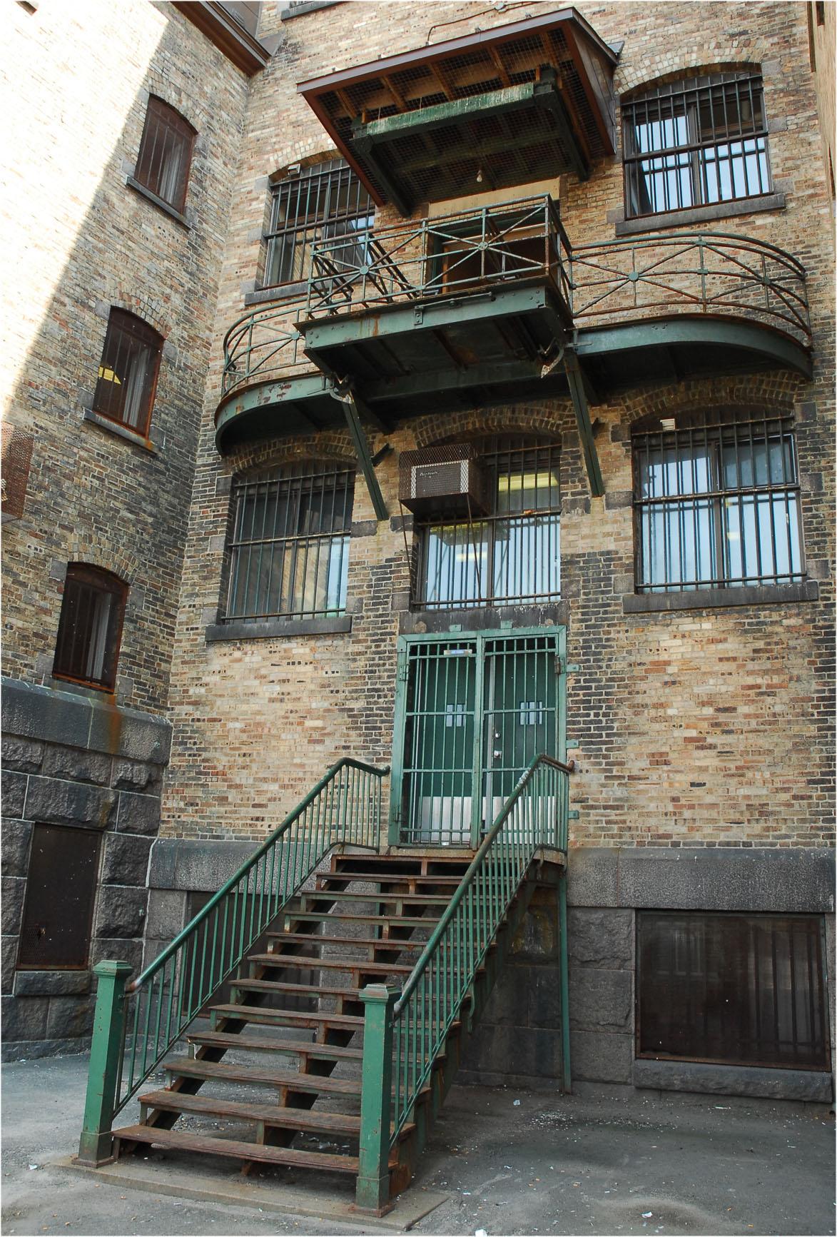 Photo récente montrant le balcon de la prison qui servait de potence