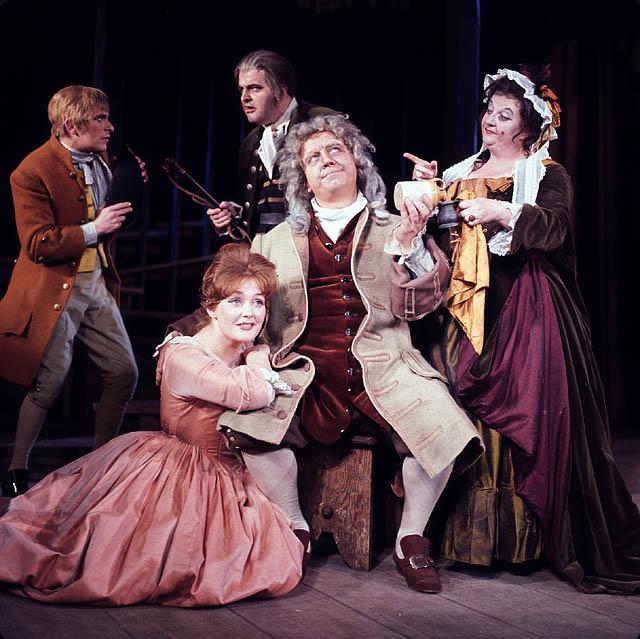 Photo de presse de la troupe anglaise venue présenter le Beggar's Opera à Montréal