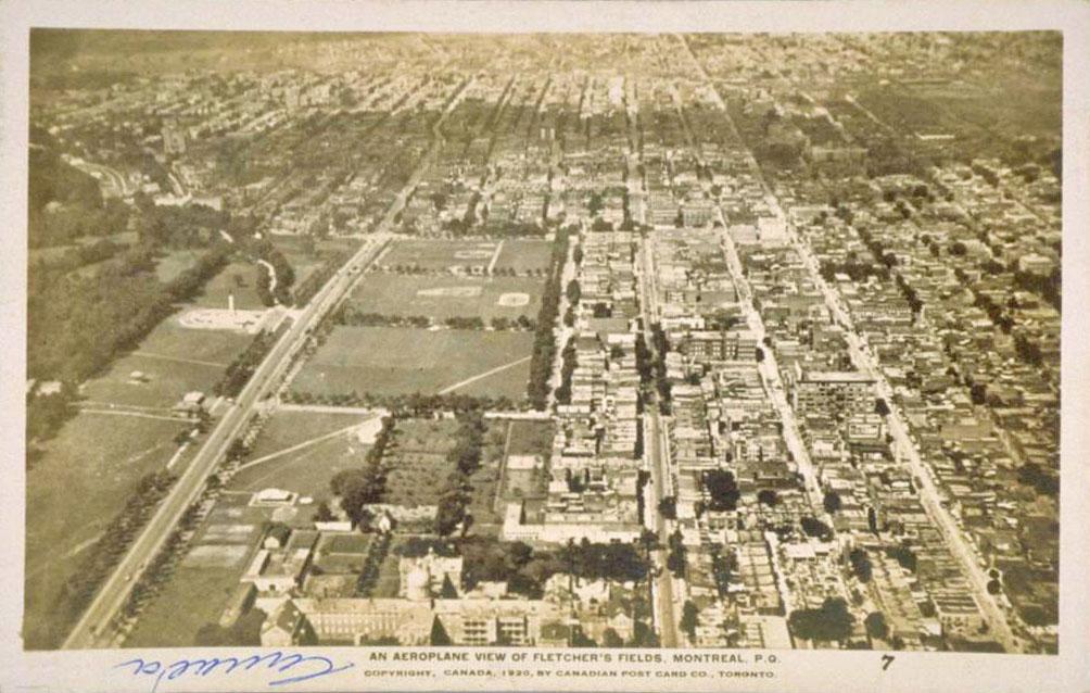 Vue aérienne du Fletcher's Field et des environs.