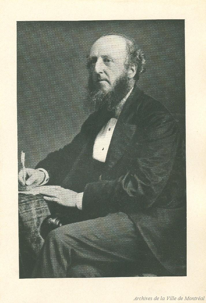 Portrait taille de Thomas McCord en complet.