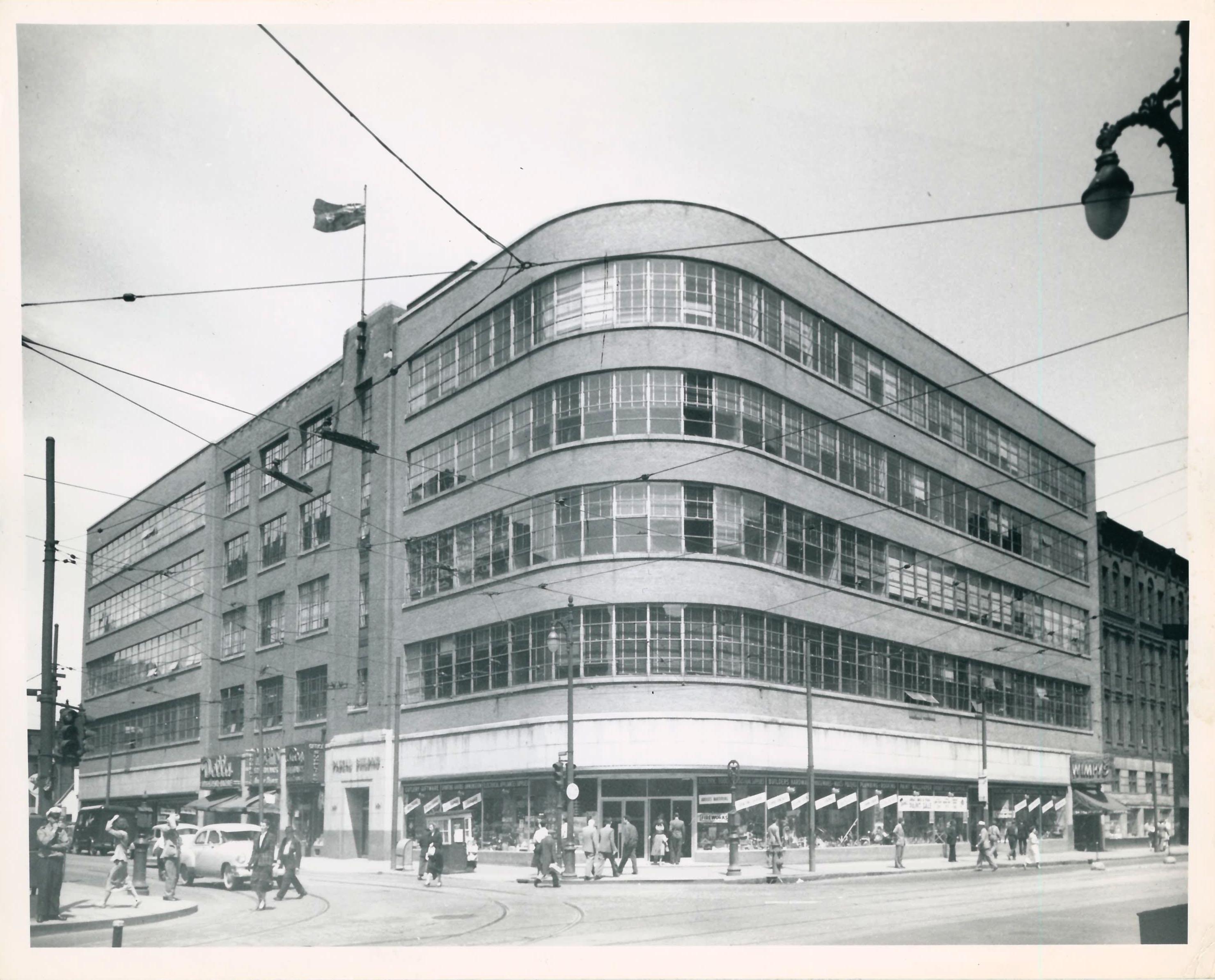 La nouvelle succursale agrandie de la rue Craig en 1950.