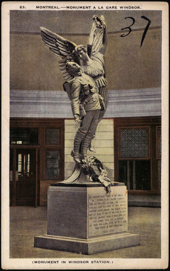 La sculpture L'Ange de la Victoire dans la salle des pas perdus.