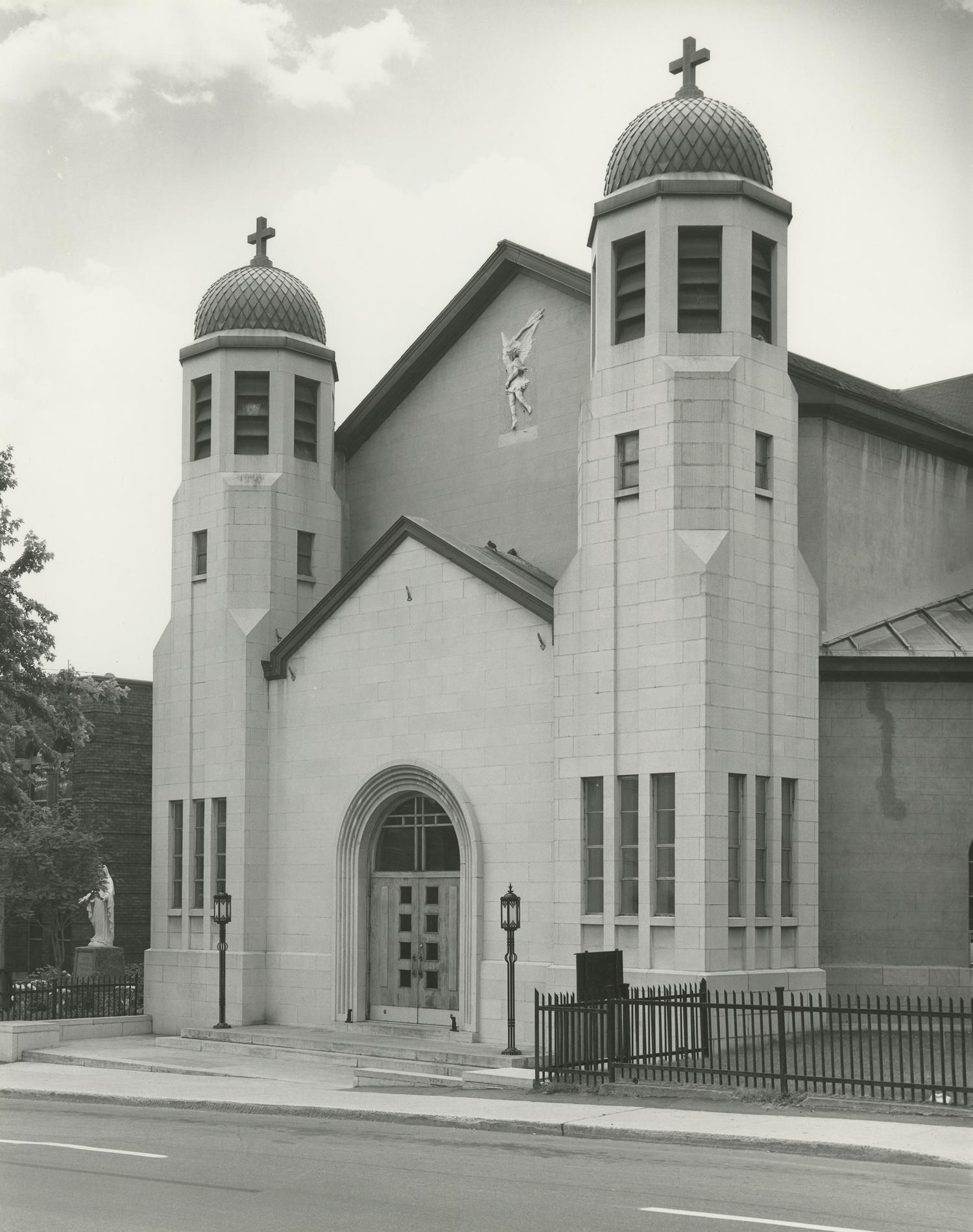 L'église Saint-Michel telle qu'elle est en 2016, rue D'Iberville à Montréal.