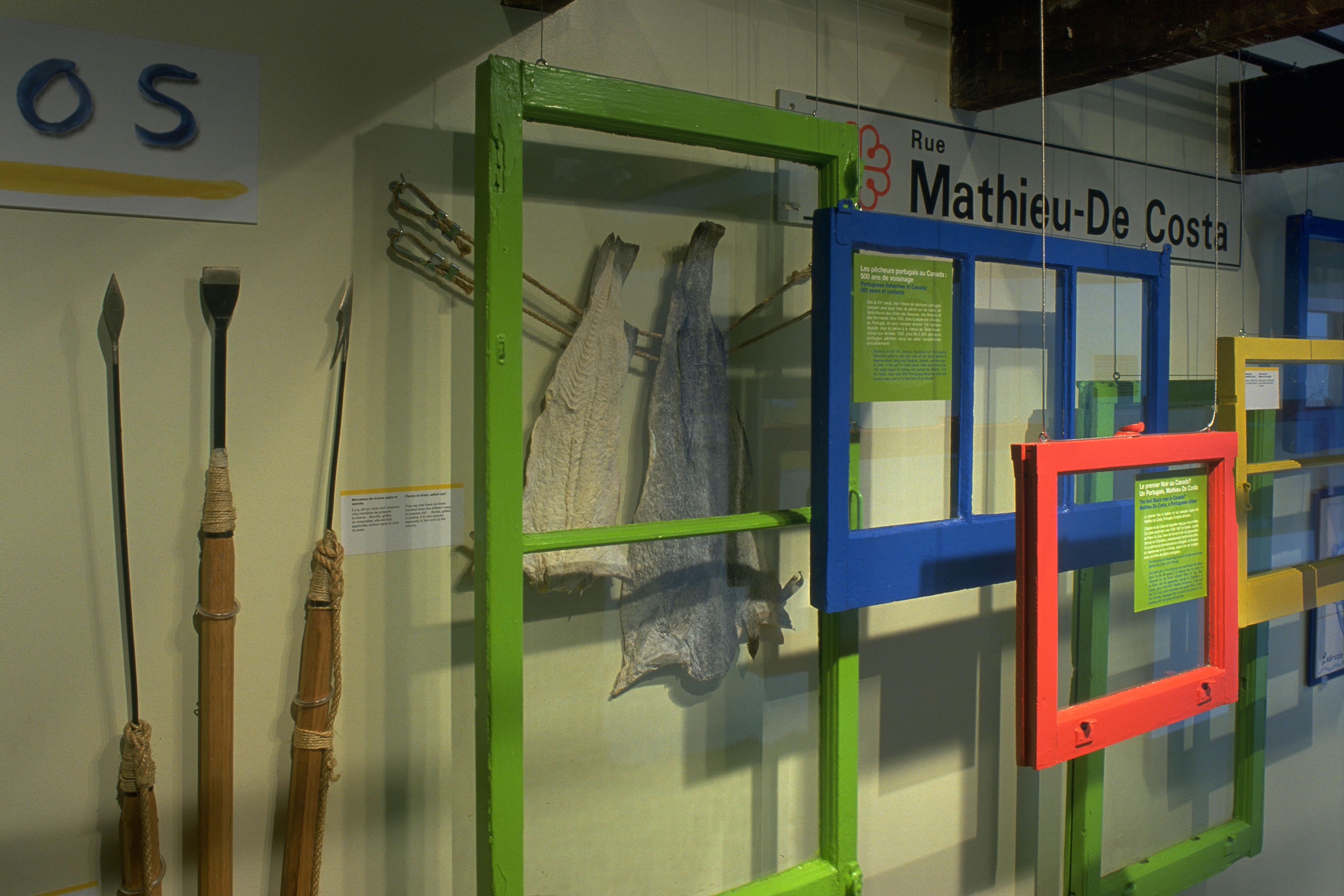 Photo d'une salle de l'exposition Encontros au Centre d'histoire de Montréal.