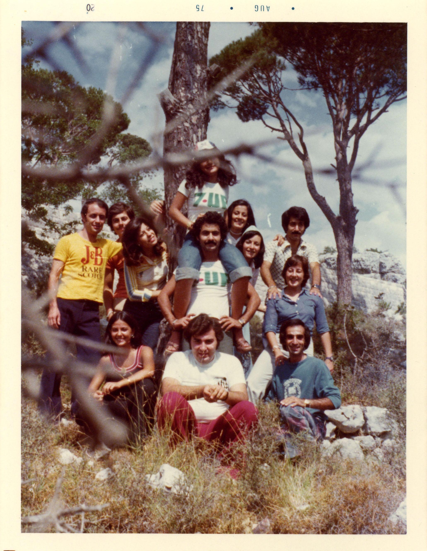 Douze amis sur la montagne, au Liban.