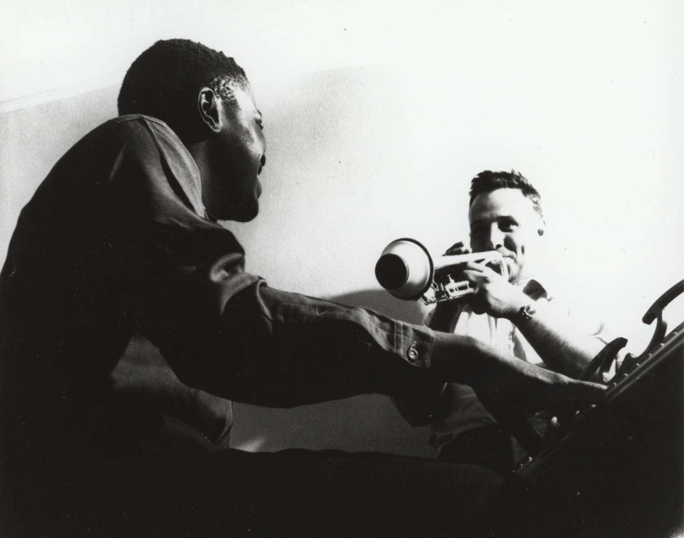 Oscar Peterson au piano en duo avec Johnny Holmes à la trompette