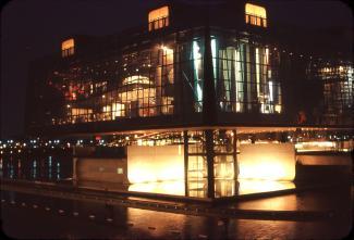 Vue de nuit du pavillon du Québec