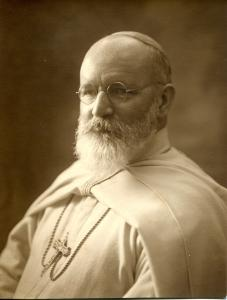 Photo de Monseigneur John Forbes, le premier Père blanc canadien.