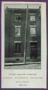Au bas de la photo, il est inscrit : « Premier immeuble occupé par l'Union nationale française. 42 rue Cadieux, 1886-1902.