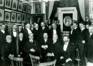 Divers membres de la Société d'archéologie et de numismatique de Montréal vers 1930.
