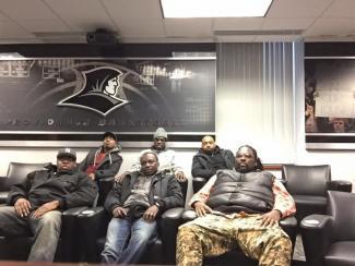 Équipe des sept entraineurs en visite au Collège Providence