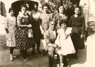 Photo de famille en noir et blanc.