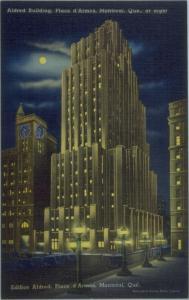 Carte postale colorisée montrant l'édifice Aldred la nuit.