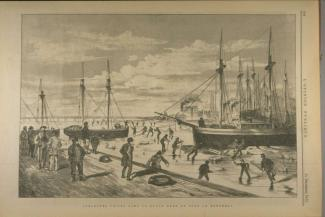 Illustration de goélettes prises dans la glace au port. Plusieurs travailleurs se mettent à l'ouvrage sur la glace autour des goélettes.