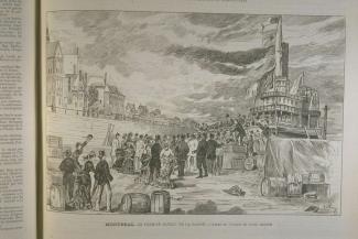 Illustration du bateau dans le port, avec une foule qui accueille les arrivants.