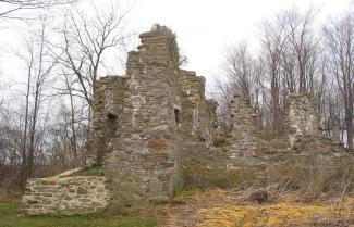 Photo montrant des vestiges du fort de Senneville