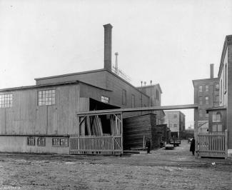 Photo noir et blanc d'une entreprise de bois