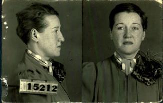 Photographie de profil et de face d'une femme portant un foulard à gros pois.