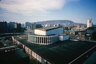 L'agrandissement de la Place des Arts est un chantier imposant en plein centre de la ville