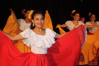Jeunes filles qui dansent
