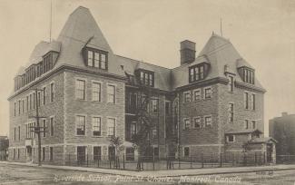 Carte postale montrant le bâtiment de l'école Riverside