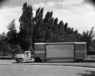 Vue latérale du camion La Roulotte