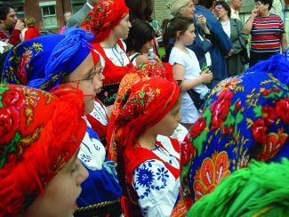 Jeunes filles faisant partie d'une troupe folklorique portugaise.