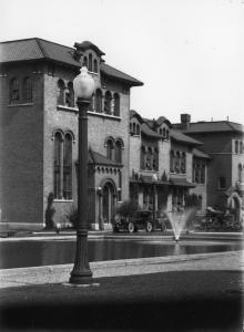 Photographie de la façade du bâtiment abritant l'aqueduc Verdun..