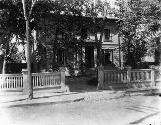 Façade de la maison Notman en 1893.