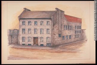 Dessin couleur d'un édifice en pierre, situé au coin de deux rues. Il y a plusieurs fenêtres sur la façade.