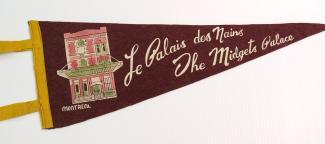 Fanion du Palais des Nains avec une illustration de la maison et le nom en français et en anglais