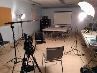 Salle dans laquelle il va y avoir un tournage.