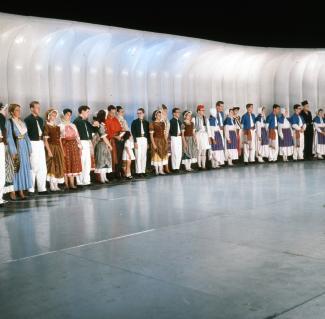 La troupe les Feux Follets sur scène