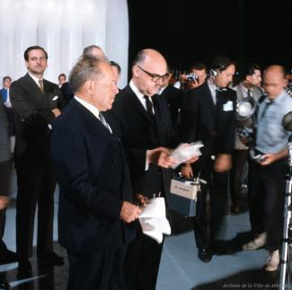 Pierre Dupuy et Jean Drapeau à la remise du site par la ville à la Compagnie de l'Exposition