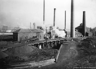 Vue de la construction de l'usine de filtration Atwater.