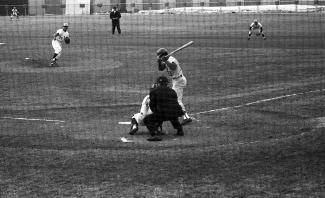 Le lanceur des Expos Bill Stoneman du haut de son monticule lors d'une partie contre les Cardinals de Saint-Louis le 8 avril 1970.