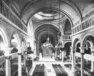 Intérieur d'une église.