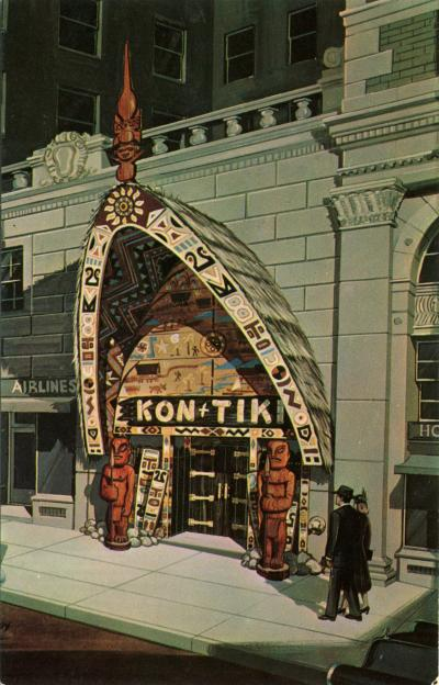 Carte postale présentant l'entrée du restaurant Kon Tiki, avec un couple marchant sur le trottoir.