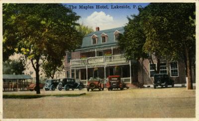 Carte postale de l'hôtel Maples Inn vers 1938 avec des voitures devant la façade